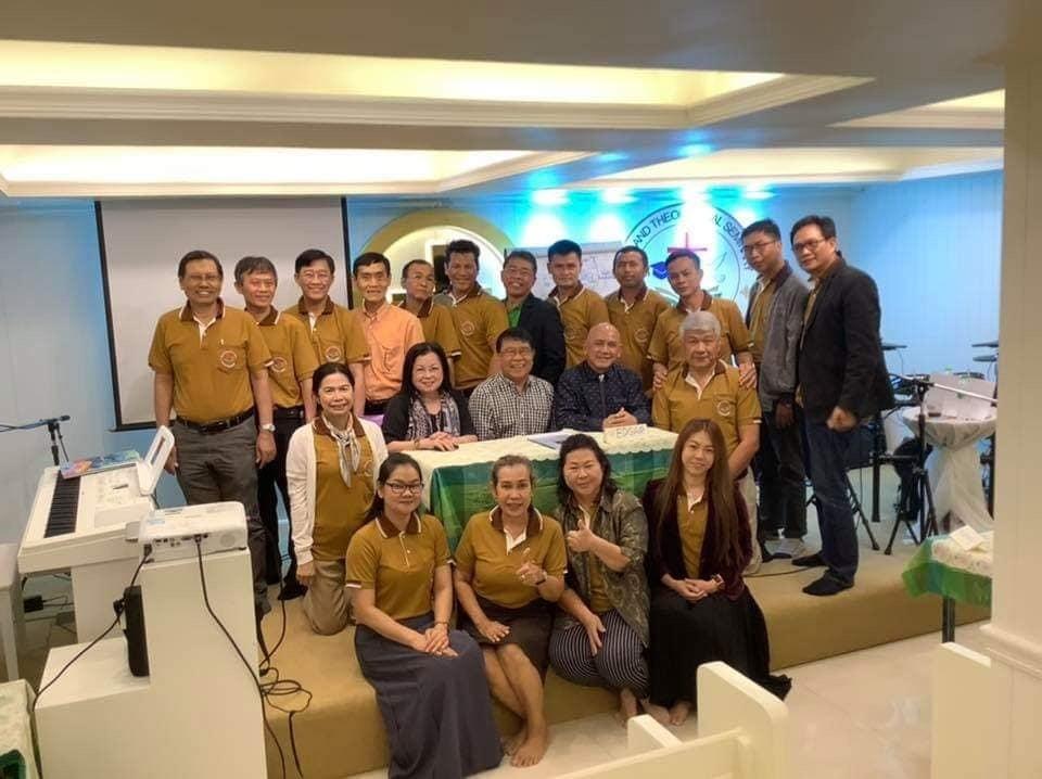 Albert and Revs. Drs. Wallpa Wisawasukmongchol and Edgar Banaga with the doctoral students at TTS