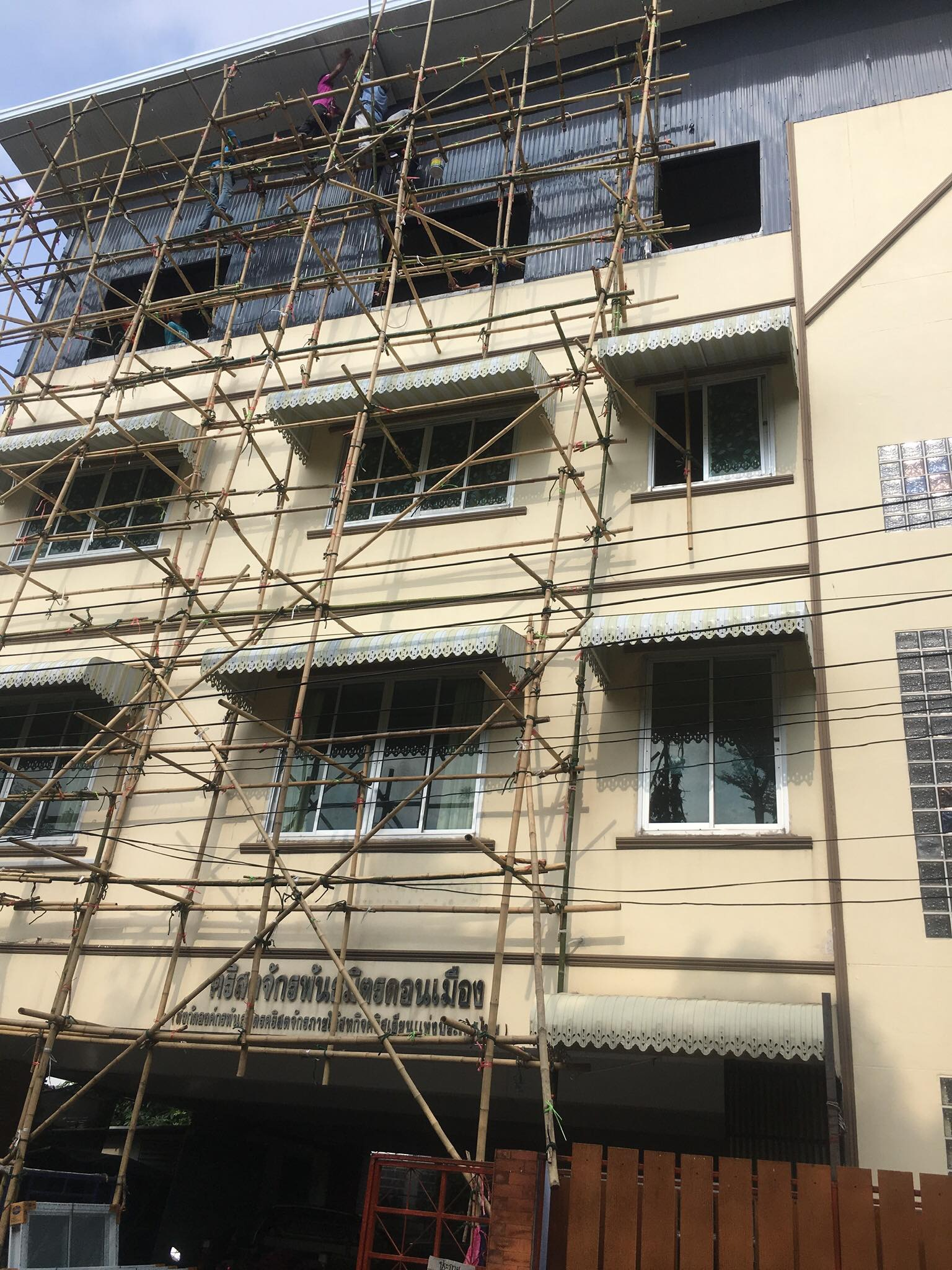 Front view of Don Muang ongoing lodging facility project